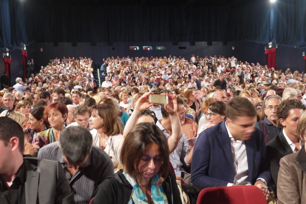 """I 1700 spettatori """"peones"""" del PalaBiennale"""