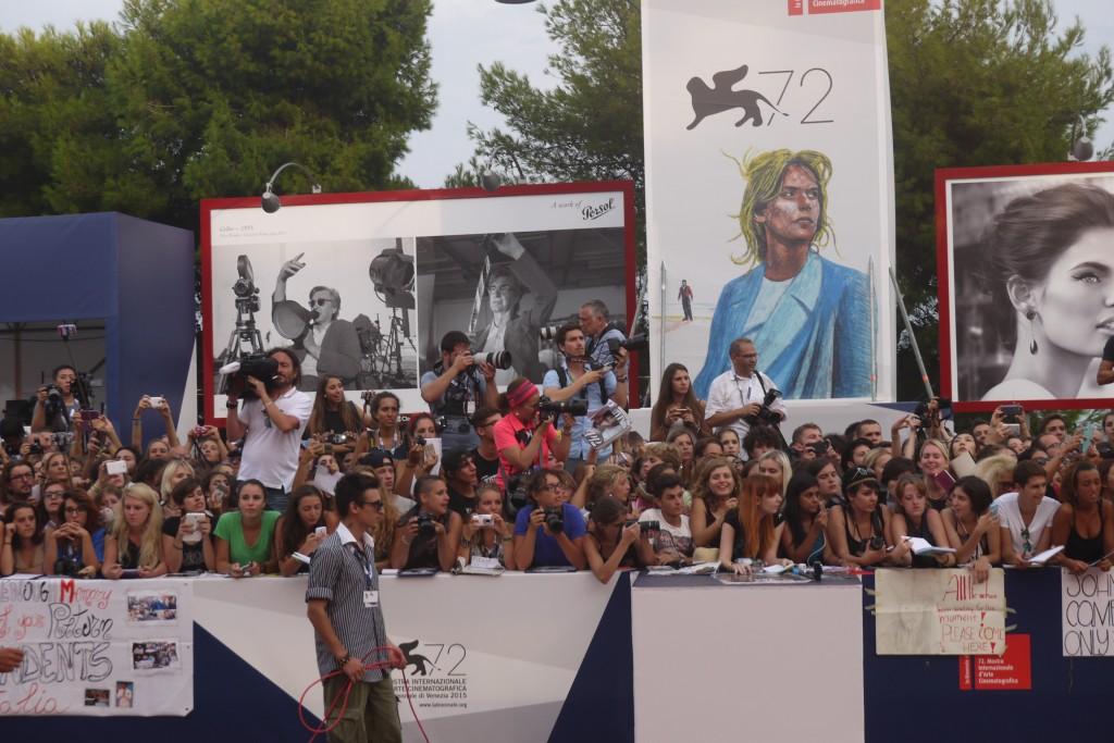 Fan in attessa di Johnny Depp davanti al red carpet