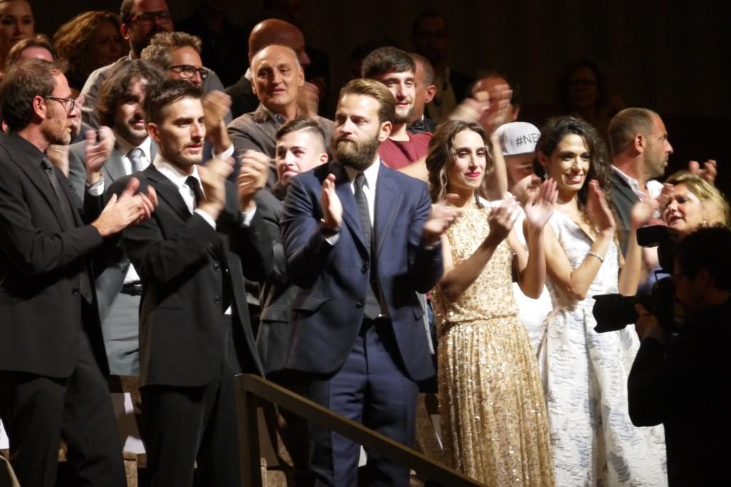 IL produttore Valerio Mastandrea con gli interpreti del film